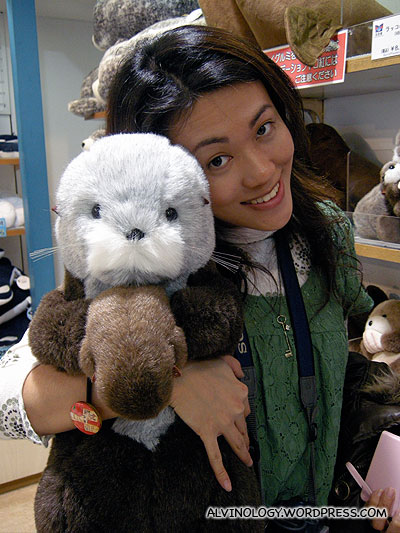 Rachel likes otters very much