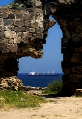 Beyond the old castle (Z!6) Tags: wall ship sony frame blacksea 2009 a100 cihan rumelifeneri