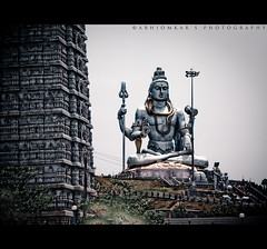 Tallest Shiva idol in the world : Murudeshwar Temple (abhiomkar) Tags: sea india beach statue temple god famous lord coastal arabian shiva karnataka hindu tallest murudeshwar