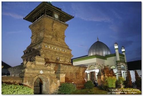 La mosquée al Aqsha de Kudus, avec son minaret caractéristique, une ancienne tour de guet d'un temple hindouiste (www.flickr.com/array16).