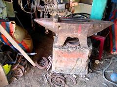 (Gabri Le Cabri) Tags: horse brown hammer shoe rust stable morvan anvil