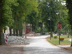 Dorfstrasse und Wahlkampfplakat