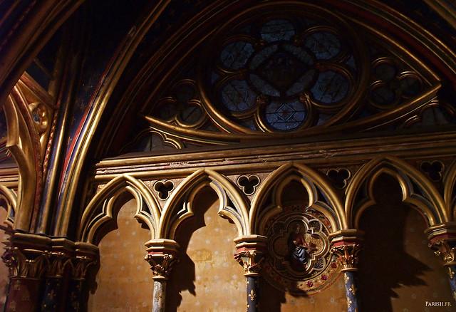 Vitrail de la chapelle basse, en forme d'œil