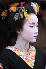 beautiful / japanese / geisha / makeup / pretty / traditional / kyoto /   (momoyama) Tags: new travel portrait black girl beautiful beauty japan asian japanese kyoto asia traditional culture 85mm maiko geiko geisha   kimono 2009 ef85mmf18  gionkobu kyouka