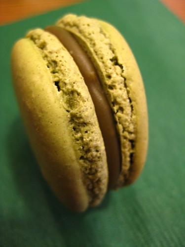 Hojicha Macaron