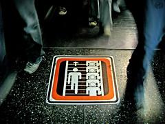 Todo el mundo tiene apuro (EduardoEquis) Tags: sign stairs subway shoes metro walk venezuela steps ciudad movimiento caracas anuncio zapatos pies caminar seal urbe pasos piso prisa cuadrado escalares apuro
