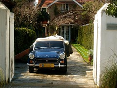 House in Kifisia () (g_athens [swaping]) Tags: door house classic car athens greece  kifisia kifissia
