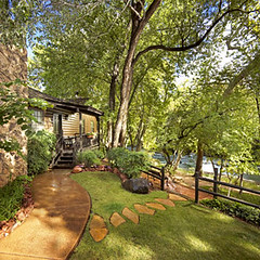 Take in the tranquility of Sedonas landscape in a private, creek side cottage.