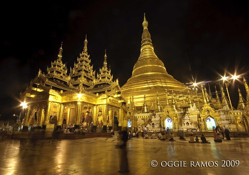 shwedagon paya at night