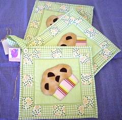 Descanso de Panela (ROTA da Arte) Tags: artesanato fuxico enfeites patchwork decorao cozinha bichinhos tecido bordado patchcolagem capaparagalodegua capaparagarrafatrmica bandparacortina