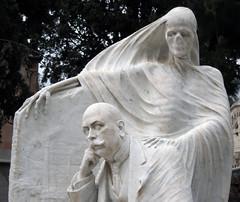La muerte_1 (Bellwizard) Tags: barcelona sculpture cemetery graveyard death mort cementerio escultura muerte cementiri antonipujol