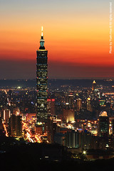 Taipei 101 Skyscraper at Sunset  May 08, 2009 (*Yueh-Hua 2013) Tags: camera sunset building tower architecture night skyscraper canon buildings eos fine taiwan 101  taipei taipei101 dslr        canonef2470mmf28lusm 30d  101     canoneos30d verticalphotograph   l  taipei101skyscraper taipei101internationalfinancialcenter   jiuwupeak 2009may
