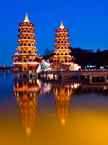 Dragon and Tiger Pagodas 左營 蓮池潭 龍虎塔