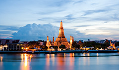 Lightening Above Wat Arun (mahonyweb) Tags: thailand bangkok lightening watarun lightroom chaophrayariver templeofthedawn  canon2470l  watarunratchawararamratchaworamahavihara watmakok canoneos1dsmarkiii canon1dsmarkiii
