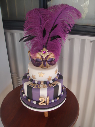 Mossy's Masterpiece - Mel & Ash 21st birthday masquerade cake & cupcakes