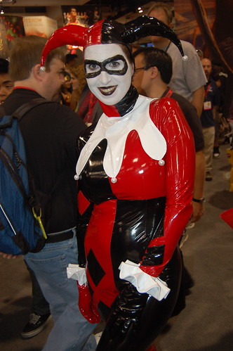 Comic Con 2009: Latex Harley Quinn