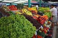 Market in Piran (dreamo) Tags: fruit market slovenia grapes piran fruitstand adriatic pirano gulfofpiran