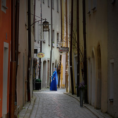 Alleys of Passau are Tale-Tellers (B℮n) Tags: blue venice tower art mannequin museum lady fairytale germany geotagged bayern bavaria three inn alley topf50 families medieval elf rivers napoleon townhall times rathaus altstadt oldtown stroll topf100 bishop narrow blauwe danube cosy noble duitsland passau alleys fee donau altesrathaus glasart oberhaus beieren ilz 100faves 50faves lowerbavaria jonkvrouw bundesautobahn3 dreiflüssestadt romancolony cityofthreerivers taletellers —obramaestra— geo:lon=13466659 geo:lat=48575401 anno1393