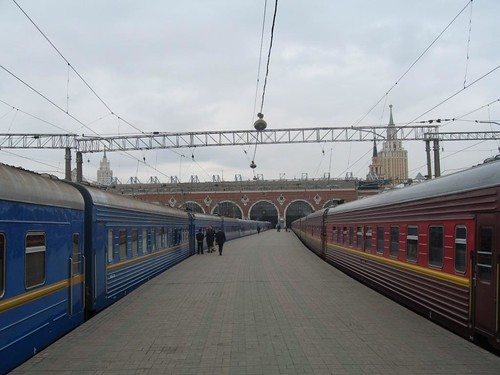 Train Chartering - The Golden Eagle alongside a Moscow sleeper at Karansky Station, Moscow