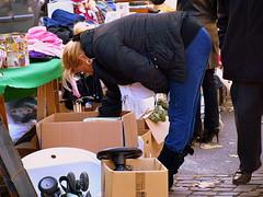 La cerca / La bsqueda / The search (Jordi Bri) Tags: urban search foto market olympus mercado urbana cerca urbano marche urba mercadillo mercat busqueda robat e510 robado littlestories picswithsoul jordibrio