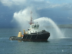 2007_0122hogmanyandtanker0047 (Kellydrever1) Tags: orkney ship tug lpg einar scapaflow shiptoship