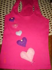 Presentinho .... (Sandra / Ponto_a_ponto) Tags: coraes camiseta