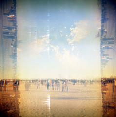 [explosions in the sky] ([noone]) Tags: 120 valencia holga mare playa multiexposure malvarrosa mascleta cfn