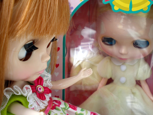 Clementine Louisa Greets Her New Sister
