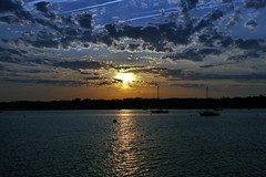 BOAT LAUNCH GREAT KILLS (kevinh_photos) Tags: ocean nyc sunset sky water clouds boats statenisland greatkills gatewaypark kevinhphotos