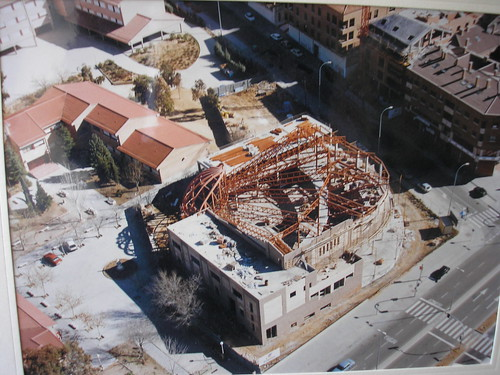 Vista aérea de los terrenos del Colegio de Infantes en 1994. Construcción de la Iglesia de San Julián