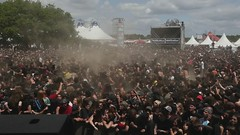 Le Chaos pendant DAGOBA (Ronan THENADEY) Tags: people music public festival rock metal drunk canon video insane slam punk moshpit mosh hardcore wallofdeath hd foule mad pogo braveheart fou ambiance hellfest jeunes extrem baston dagoba bourr speedlite clisson 1635mmf28l furieux circlepit metalleux 580exii ronanthenadey 5dmarkii hellfest2009 lastfm:event=740828