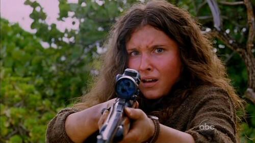Melissa Farman con rifle