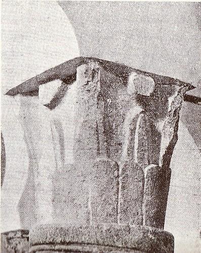 Capitel visigótico de la Iglesia de San Sebastián (Toledo) fotografiado a finales del siglo XIX