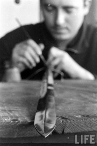 Fábrica de espadas, damasquinado y armaduras de Toledo en 1965. Fotografía de Carlo Bavagnoli. Revista Life (17)