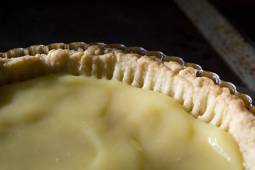 Lemon curd in crust