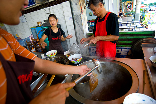 Making nuea toon, braised beef, at Ko Tek Chiang 3, a restaurant outside Bangkok