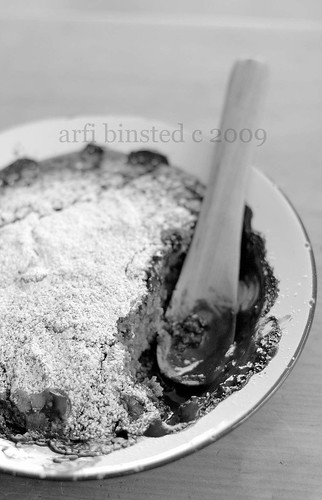 coffee and chocolate self-saucing pudding in black and white by ab '09