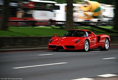 Ferrari Enzo (Richard de Heus) Tags: red london ferrari enzo supercar parklane dorchester flyby