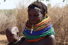 Tribal views: the Nyangatom at Kangate (10b travelling) Tags: africa woman baby color colour ctb river necklace beads colorful colore village tribal valley ten afrika colourful ethiopia tribe farbe couleur carsten bunt kanga est afrique brink hornofafrica omo eastafrica ostafrika rift abyssinia 10b ethiopie bume cmtb tenbrink aethiopien nyangatom kangate