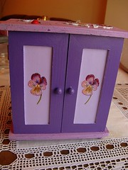 Mini-armrio - Mini-closet (Oh!.. So cute!) Tags: wood flowers flores 3d eva artesanato lilac foam sensational madeira foamy handcraft decoupage lils smrgsbord craquel minicloset eyecandyart craquelet colourartaward miniarmrio