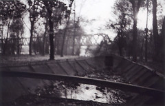 01A.46 (critic-1) Tags: river blackwhite lomo lomography barca fiume lofi mantova po ilford lomografia xp2400 borgoforte abbandonata umida ilfordfilm lomoleica lcarl