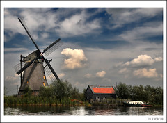 Last postcard (so far!)... from Kinderdijk!! (B'Rob) Tags: travel blue light sunset cloud streetart holland color art mill tourism water netherlands windmill dutch true azul landscape photography photo yahoo google rotterdam nikon europe flickr picture nederland thenetherlands windmills tourist colores best powershot unesco explore most cielo wikipedia holanda alblasserwaard molen olanda mejor tradicin molens zuidholland d300 mulini 18200mm brob explored brobphoto