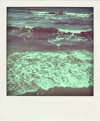 .tiny waves come rollin'