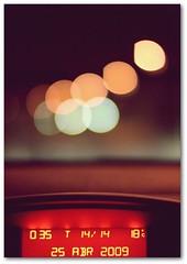 25 abril (© Delsool) Tags: primavera canon luces noche bokeh huelva abril coche hora macaco fotografia 2009 peugeot 25deabril 3008 ぼけ canoneos400d 18ºc delsool maraviloso50mm