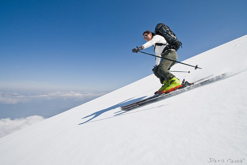 Spring backcountry skiing por Denis Messié.