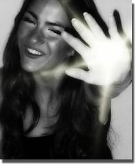 1er DESEO: QUE PAOLA POSE PARA MI (nana solana) Tags: light portrait bw blanco luz girl smile hair chica y retrato negro sonrisa guapa melena blackwhitephotos