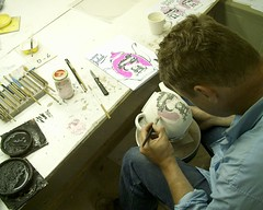 Porseleinschilder (Princessehof) Tags: china wedding en design ceramics contest leeuwarden tableware scherven keramiek aardewerk geluk servies ontwerpwedstrijd princessehof keramiekmuseum tegelfabriek harlinger huwelijksservies