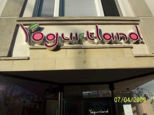 Yogurtland in Belmont Shore
