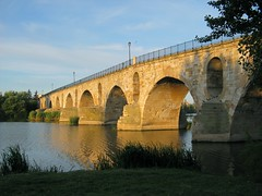 Al alba / At the Crack of Dawn (ajgelado) Tags: morning bridge espaa reflection maana water rio canon river landscape puente spain agua paisaje powershot reflejo douro romanesque zamora romanico duero paintnet a720 guasdivinas gettyimagesiberiaq3