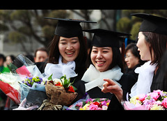 Graduation (James Yeung) Tags: girls flower girl canon university pretty mark candid balloon graduation ceremony korea korean ii seoul 5d streetphoto cinematic graduates womans ewha  ef135mm  f2l